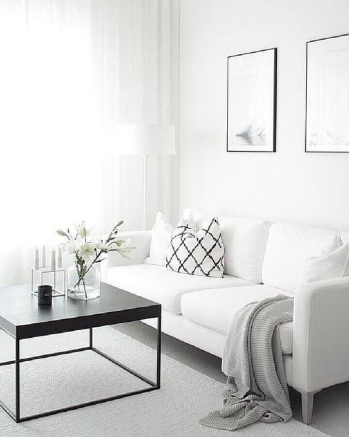 decoração clean com sofá branco e mesa de centro moderna Foto We Heart It