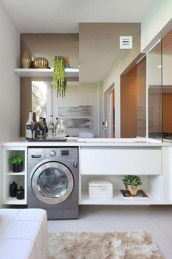 decoração clean para lavanderia planejada com máquina de lavar e secar inox Foto Chris Silveira e Arquitetos Associados