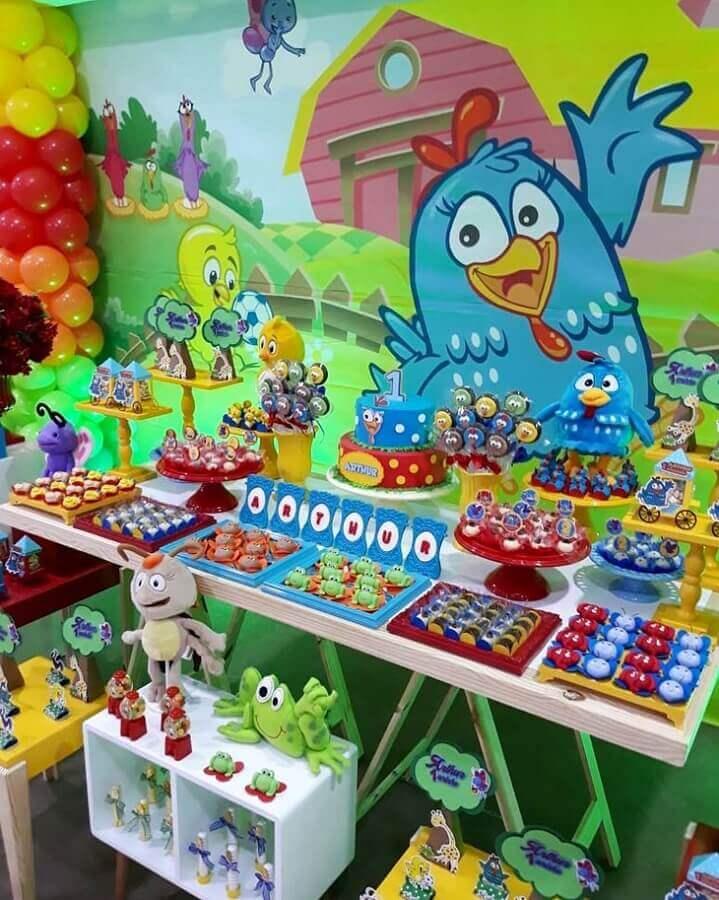 decoração colorida para festa infantil da galinha pintadinha Foto Villafest Buffet Infantil