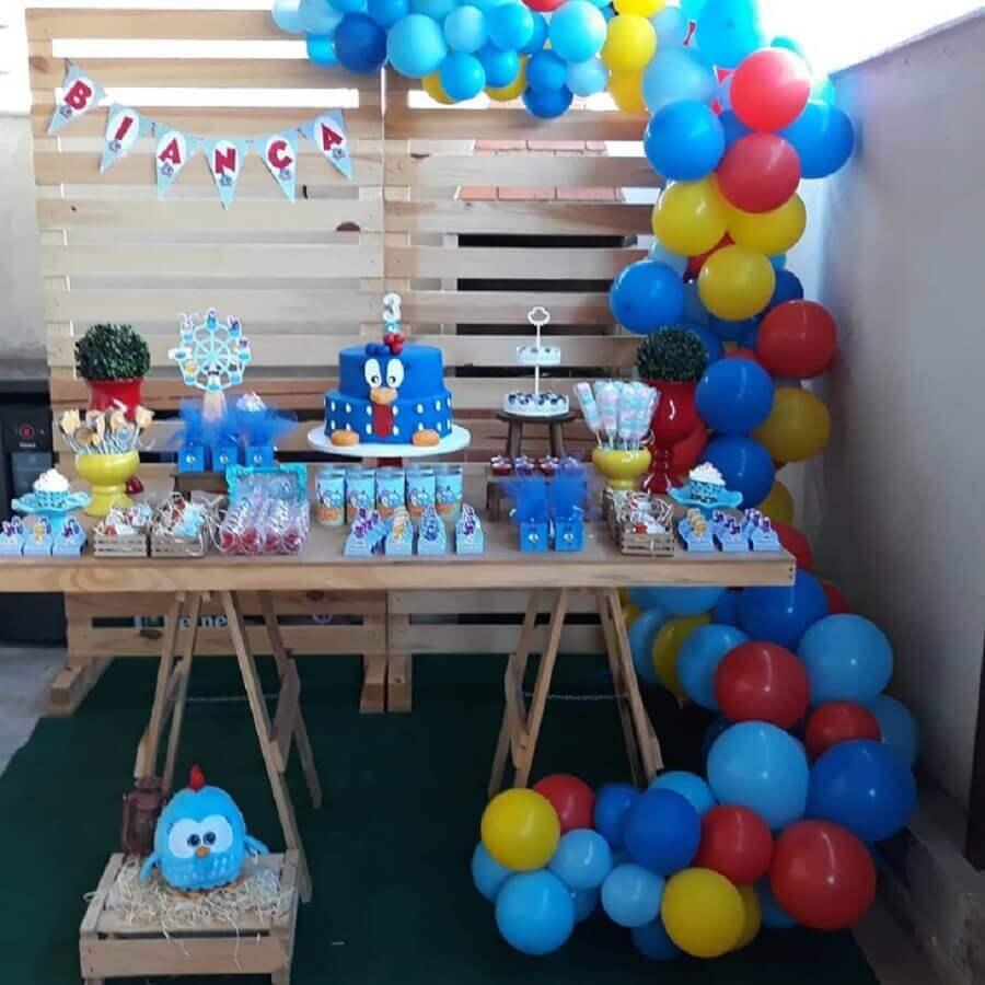 decoração com pallets para festa simples da galinha pintadinha Foto Ateliê Todo Carinho