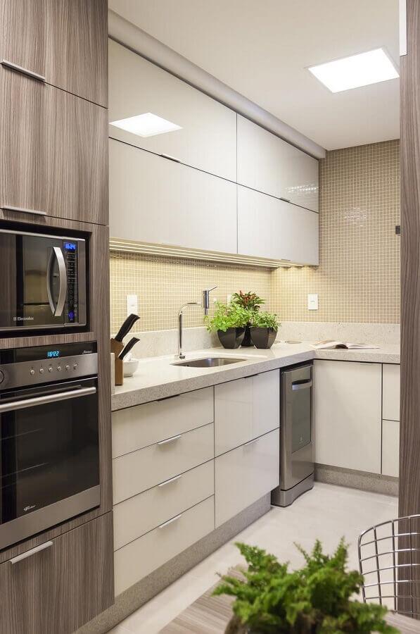 decoração cozinha planejada com forno elétrico embutir Foto Assetproject