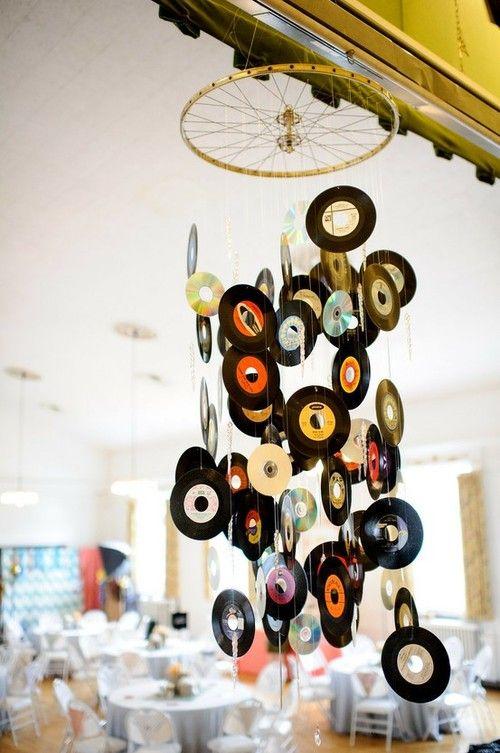 Decoração anos 60 com Discos pendurados