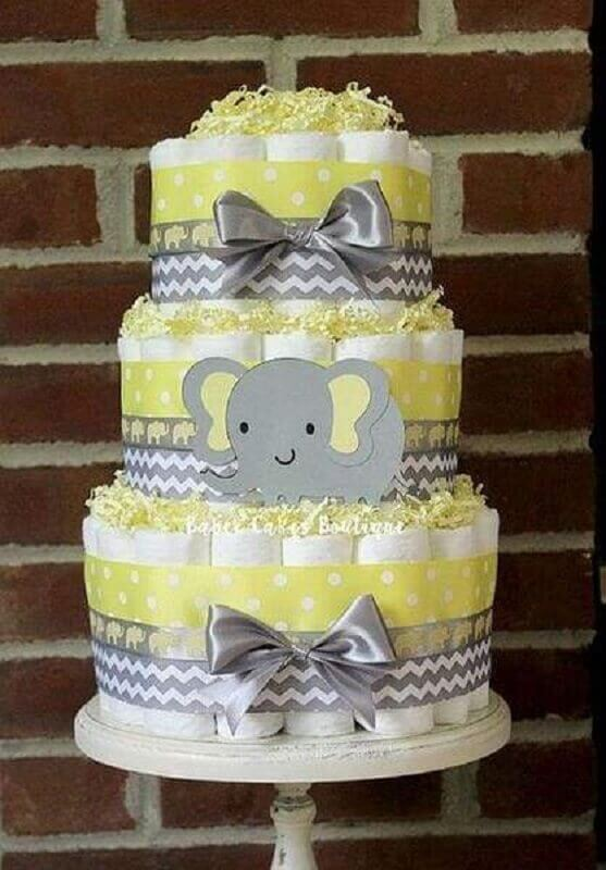 decoração de chá de fralda com bolo de fralda cinza e amarelo Foto Loja Festejar com Amor