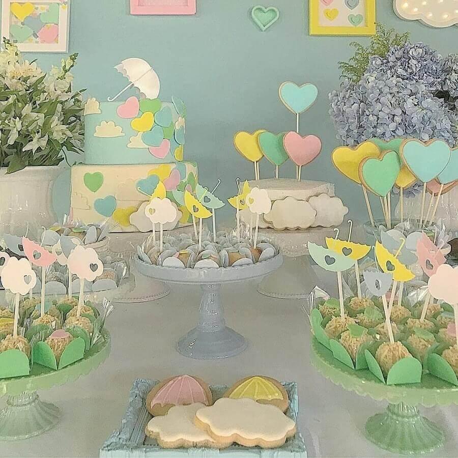 decoração de chá de fralda em tons pastéis  Foto Calissa John