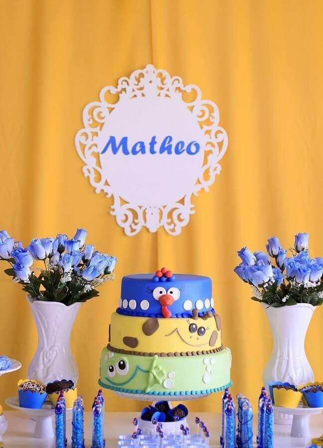 decoração de festa da galinha pintadinha com flores azuis e bolos decorados Foto Why Santa Claus