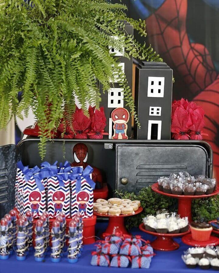 decoração do homem aranha para mesa de guloseimas Foto Mari Decora