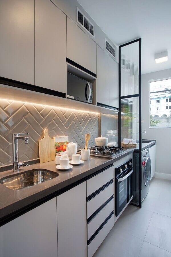 decoração em cores claras com gabinete de cozinha planejado Foto Casa de Valentina