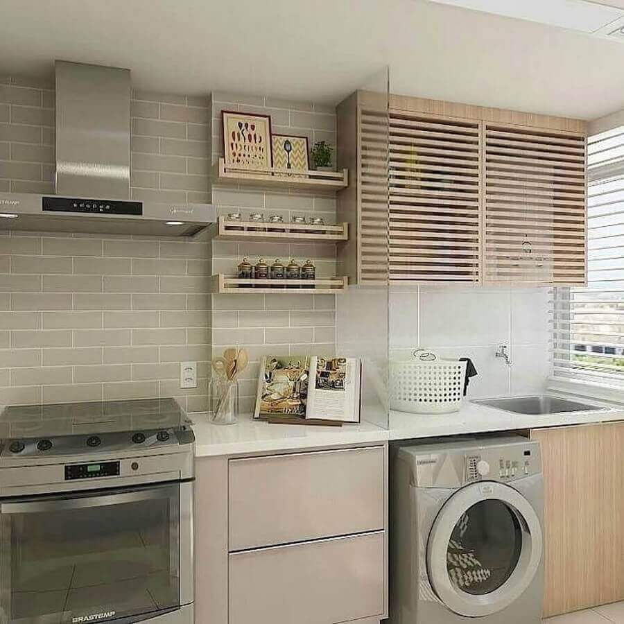 decoração em tons neutros para cozinha planejada com área de serviço e máquina de lavar e secar inox Foto Pinterest