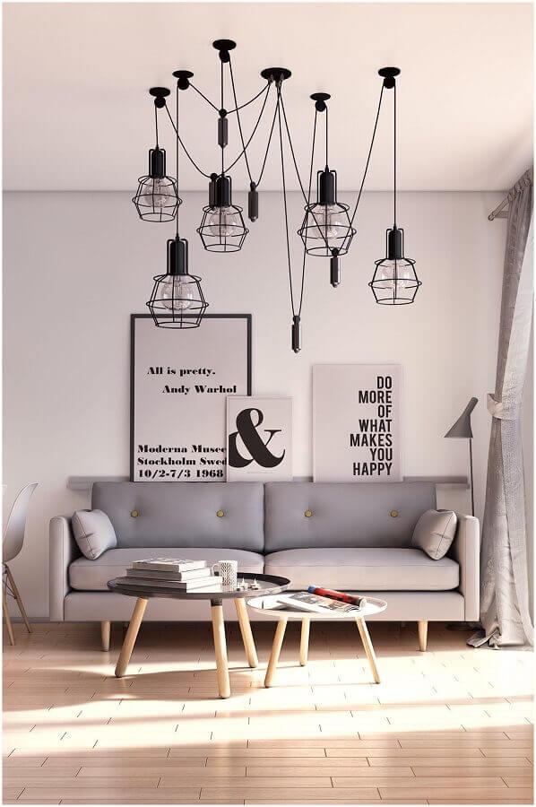 decoração minimalista com quadros decorativos para sala com pendentes aramados Foto Chateau de Conques