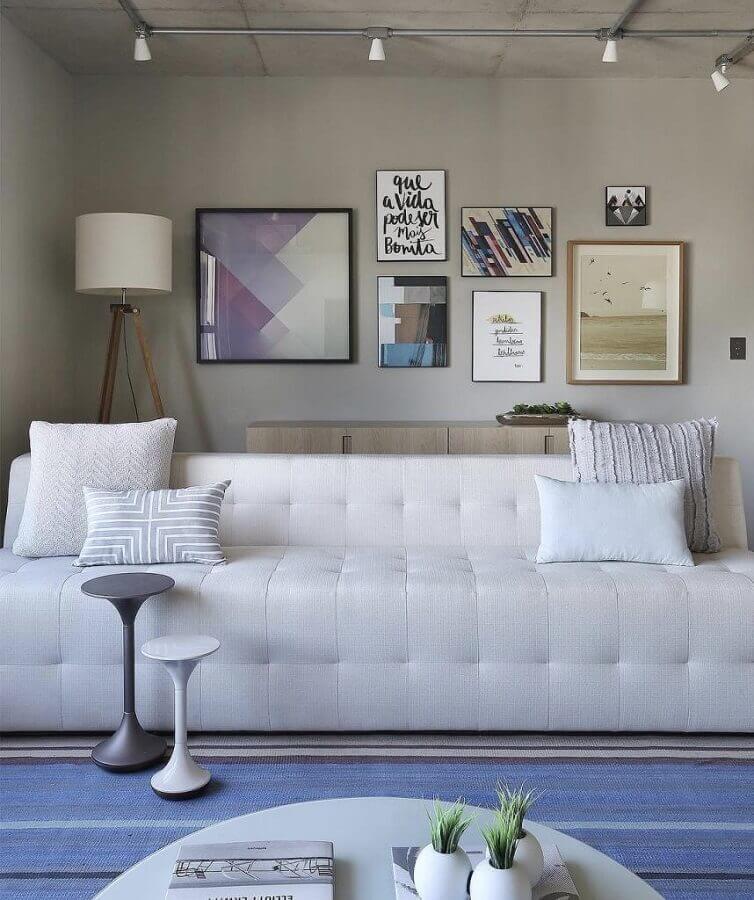 decoração moderna com sofá branco de couro Foto Reedcore