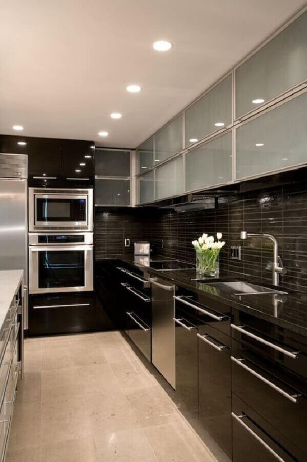 decoração moderna para cozinha preta com forno elétrico de embutir inox Foto Pinterest