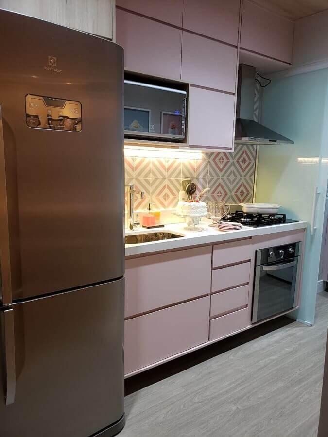decoração para cozinha com armário cor de rosa e forno elétrico embutir Foto Giovana Ciacco Interiores