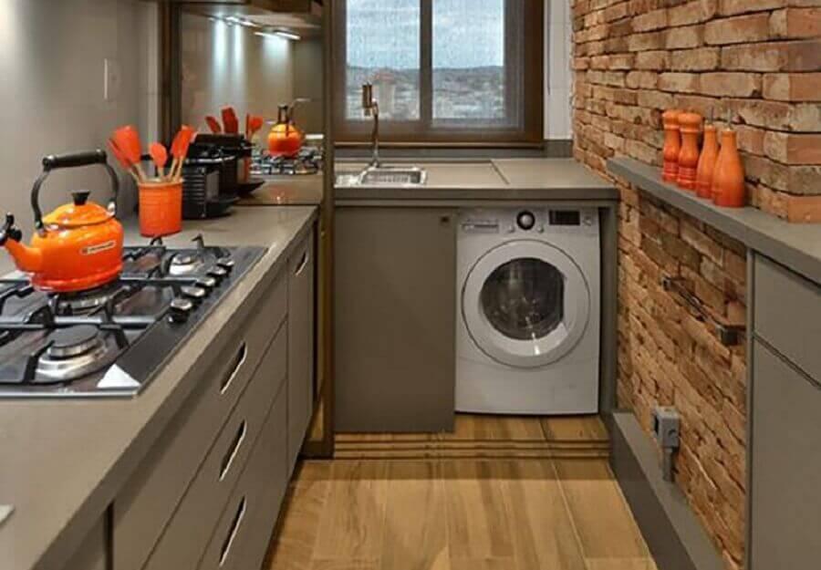 decoração rústica para cozinha planejada com lavanderia e máquina de lavar e secar roupas Foto Pinterest