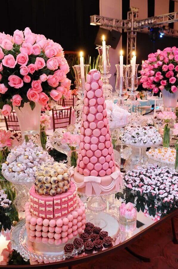 decoração rosa de mesa de guloseimas para festa de 15 anos Foto Diseños Interiores