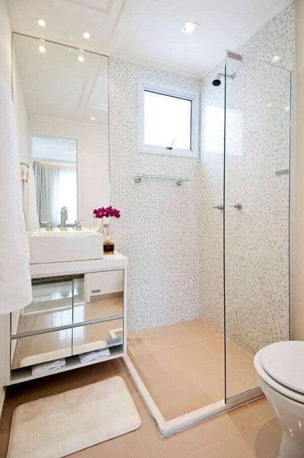decoração simples com armário de banheiro com espelho nas portas Foto Simples Decoração