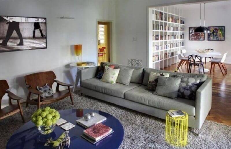 decoração simples com tapete cinza para sala de estar Foto Roberta Moura + Faria + Mambrini Arquitetos Associados