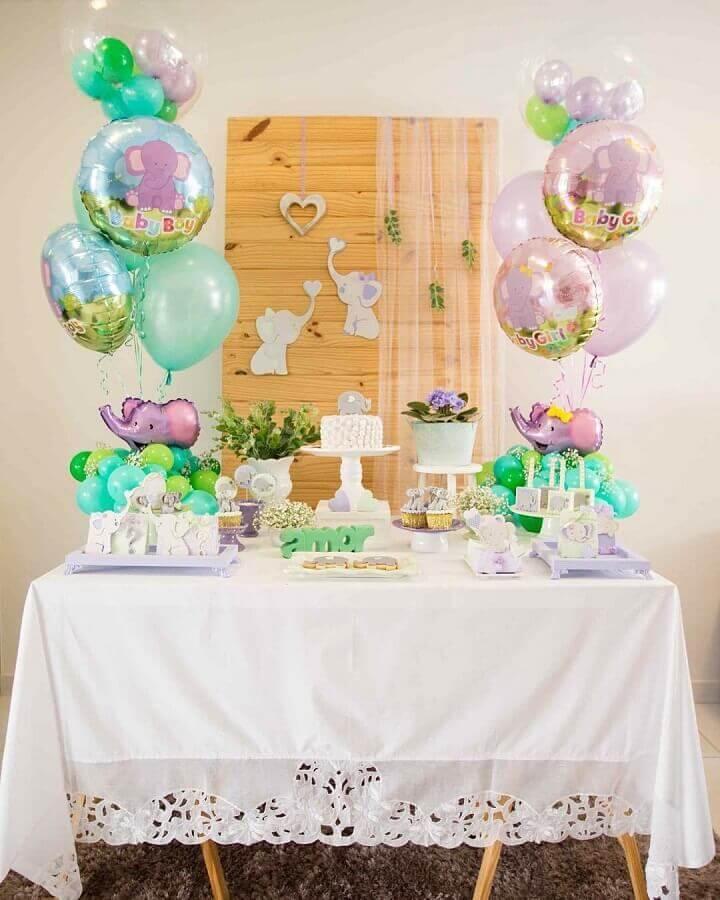 decoração simples para chá de fralda com balões de elefantinho baby Foto Daiane Demézio