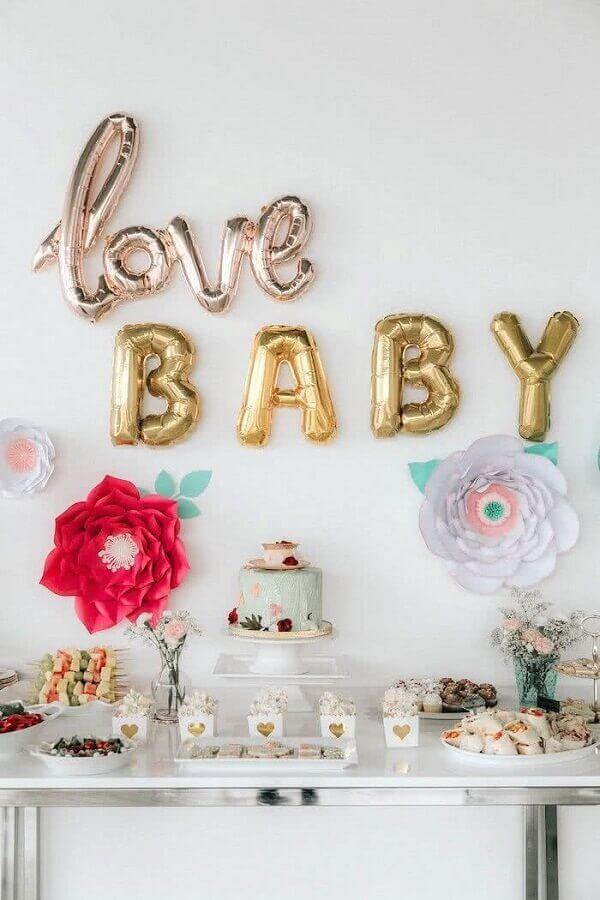 decoração simples para chá de fralda com flores de papel e balões pesonalizados  Foto Creative Wife and Joyful Worker