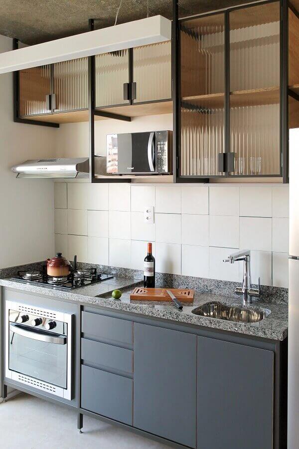 decoração simples para cozinha pequena com gabinete de cozinha com pia e cooktop Foto Pinterest