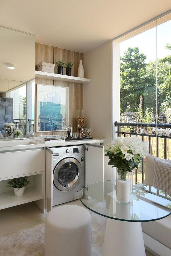 decoração varanda toda branca com máquina de lavar e secar dentro de armário planejado Foto Chris Silveira e Arquitetos Associados