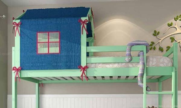 Decoração de beliche em formato de cama casinha