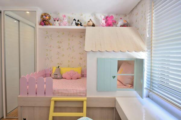 Decoração de quarto de menina com cama de casinha