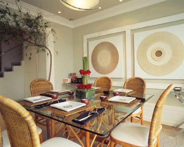 Decoração de sala de jantar com mesa de vidro