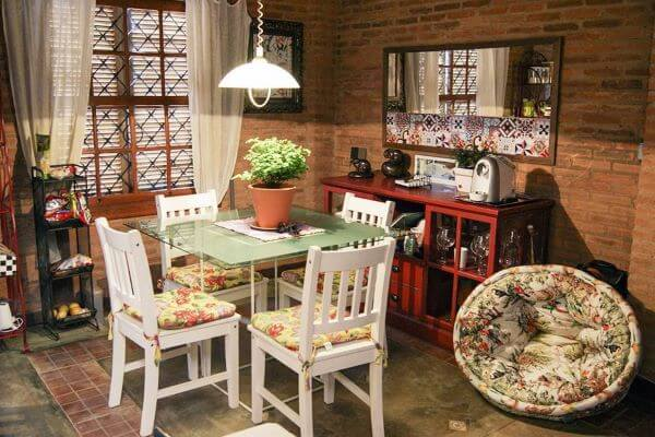 mesa de jantar de vidro para ambientes pequenos