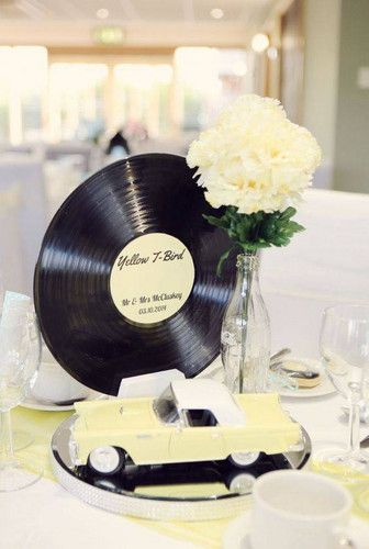 Disco para festa com decoração anos 60 maravilhosa