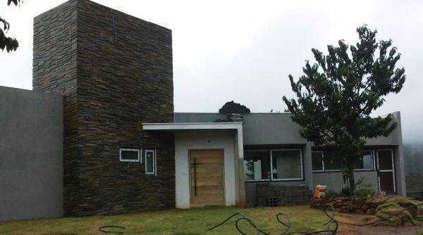 Fachadas de casas com ardósia preta