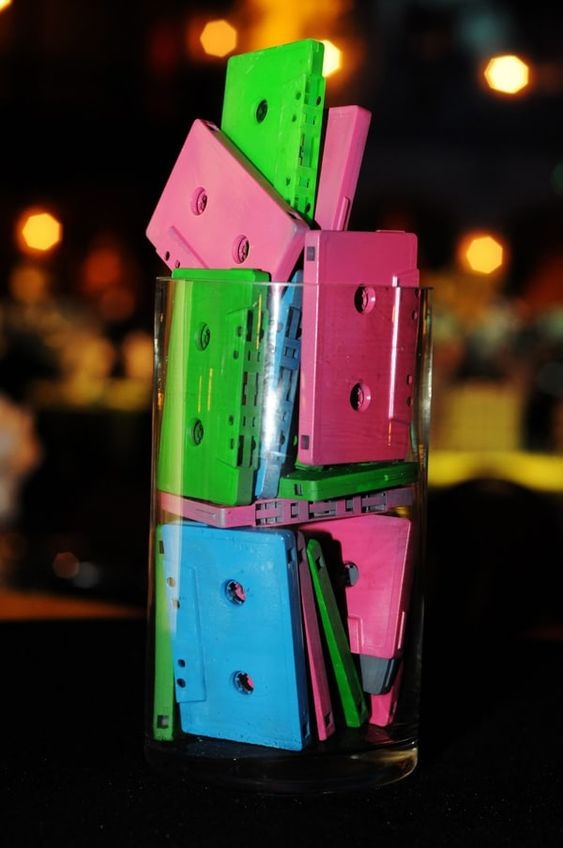 festa anos 80 - copo decorativo com fitas