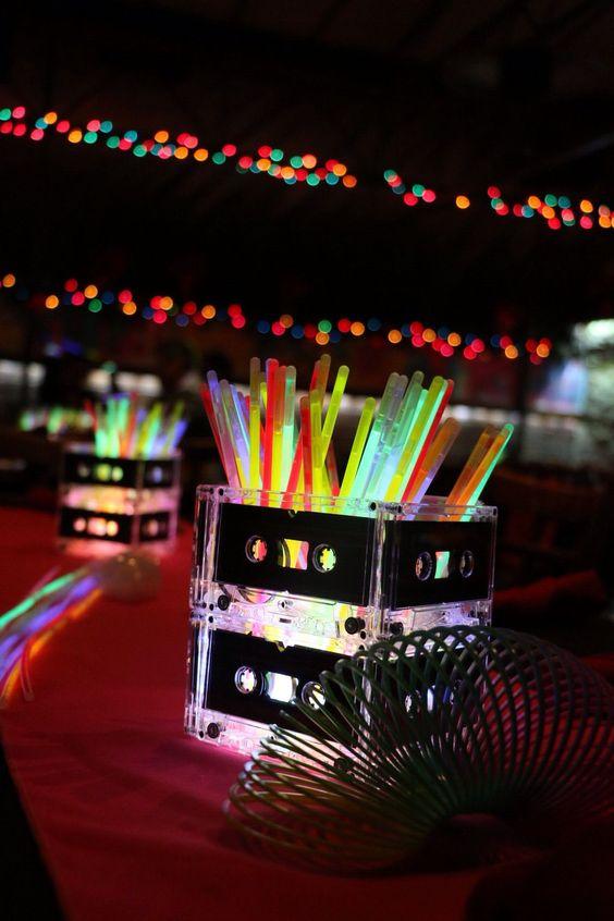 festa anos 80 - detalhes de festa neon