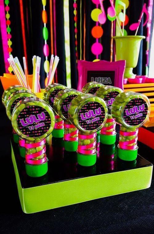 festa anos 80 - doces de festa neon
