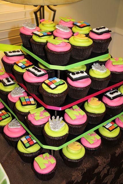 festa anos 80 - doces decorados anos 80
