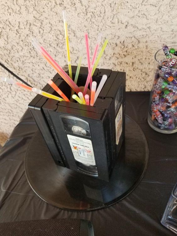 festa anos 80 - fitas cassete como decoração