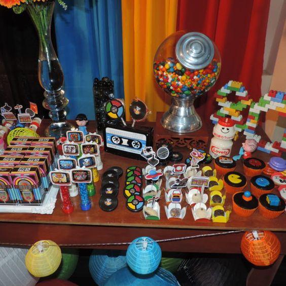 festa anos 80 - mesa de festa com doces