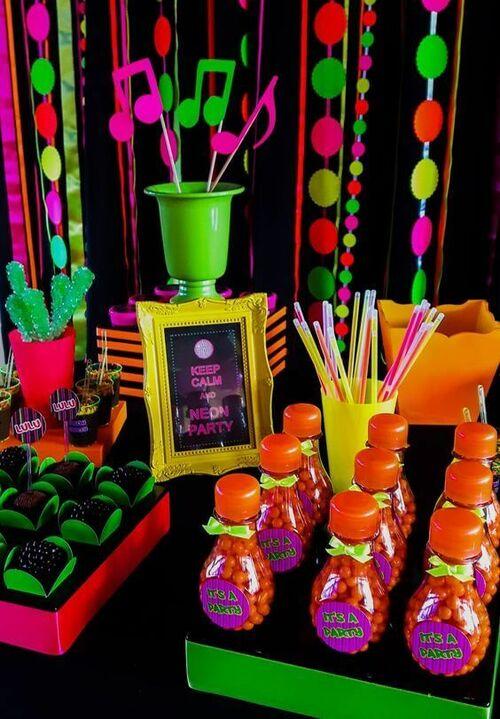 festa anos 80 - mesa de festa neon