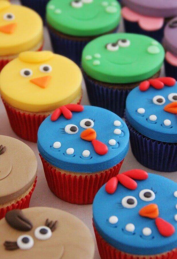 festa da galinha pintadinha com doces personalizados Foto Pinterest