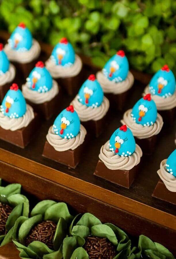 festa da galinha pintadinha com docinhos decorados com galinha pintadinha Foto Pinterest