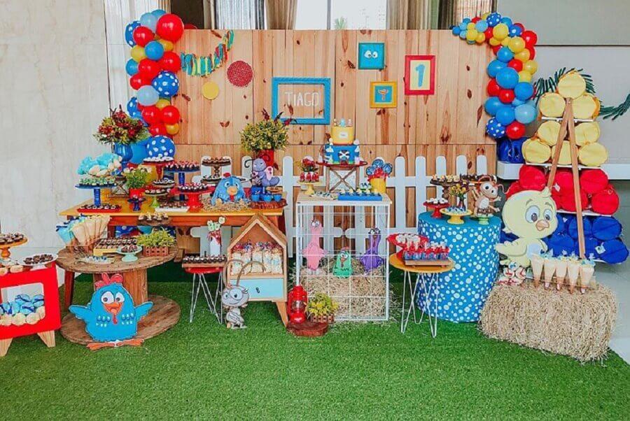 festa infantil da galinha pintadinha com decoração rústica Foto Sr. dos Sonhos