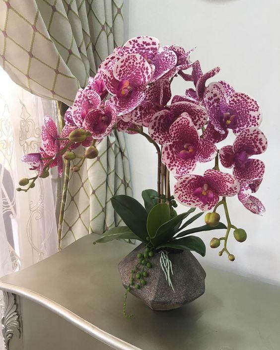 flores artificiais para decoração - arranjo com vaso de metal