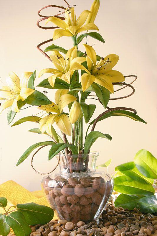 flores artificiais para decoração - lírios amarelos de biscuit