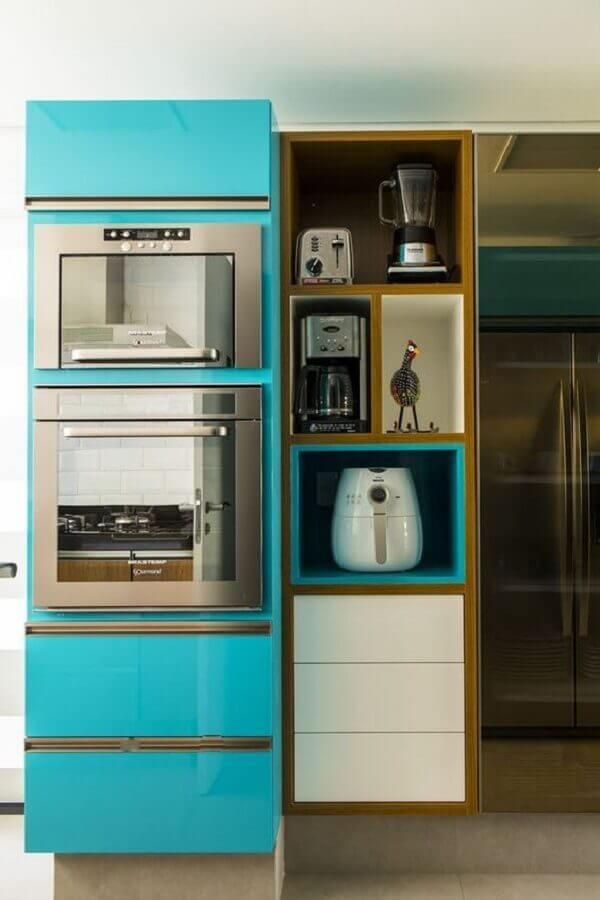 forno elétrico de embutir inox para armário azul turquesa Foto Casa Casada