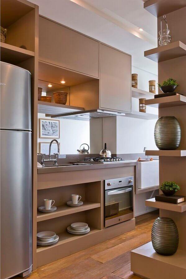 forno elétrico de embutir inox para cozinha planejada com armários de madeira Foto Debora Aguiar Arquitetos