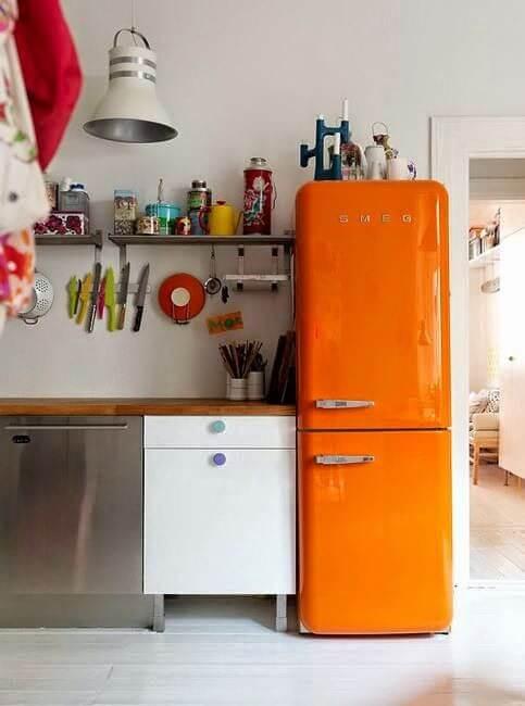 Geladeira retrô laranja