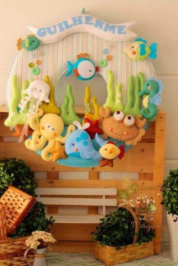 Use a guirlanda de feltro com temas divertidos para o quarto de bebê