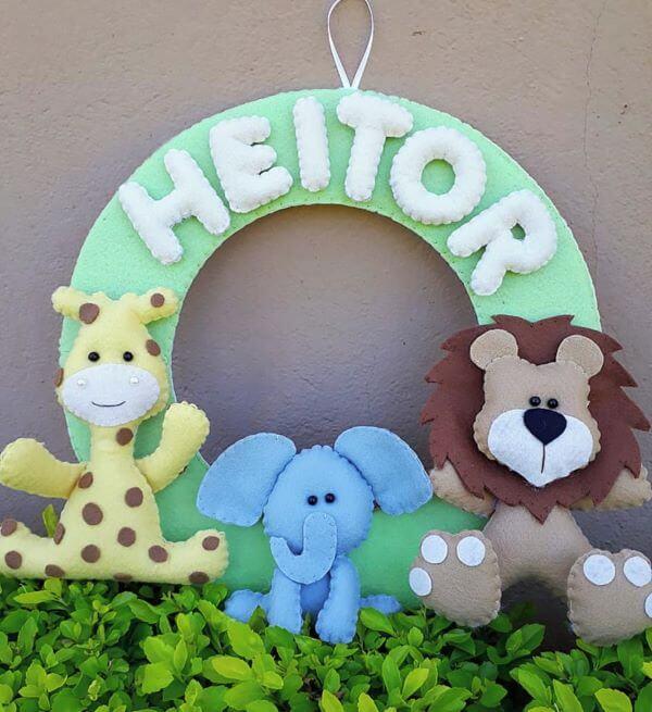 Guirlanda de feltro safari para quarto de bebê