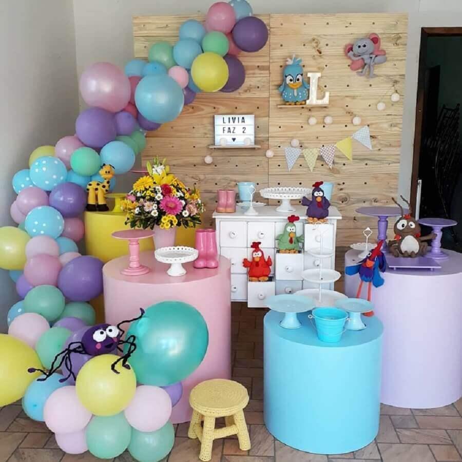 ideia de decoração para festa infantil da galinha pintadinha Foto Arteiras em Festa