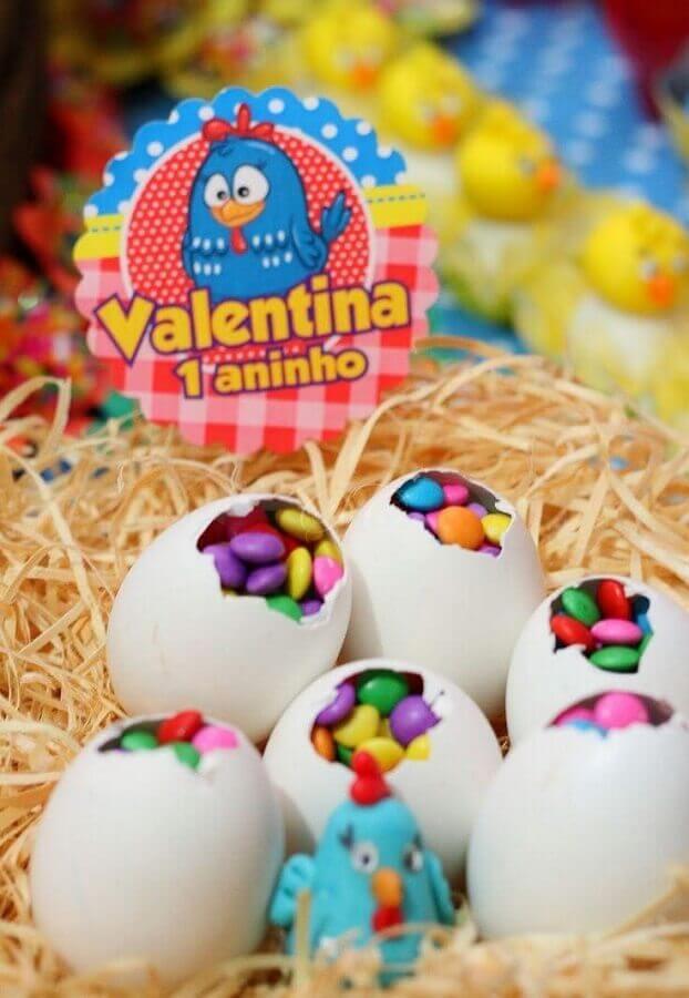 ideias para festa da galinha pintadinha com casca de ovo recheada de confete Foto Pinterest
