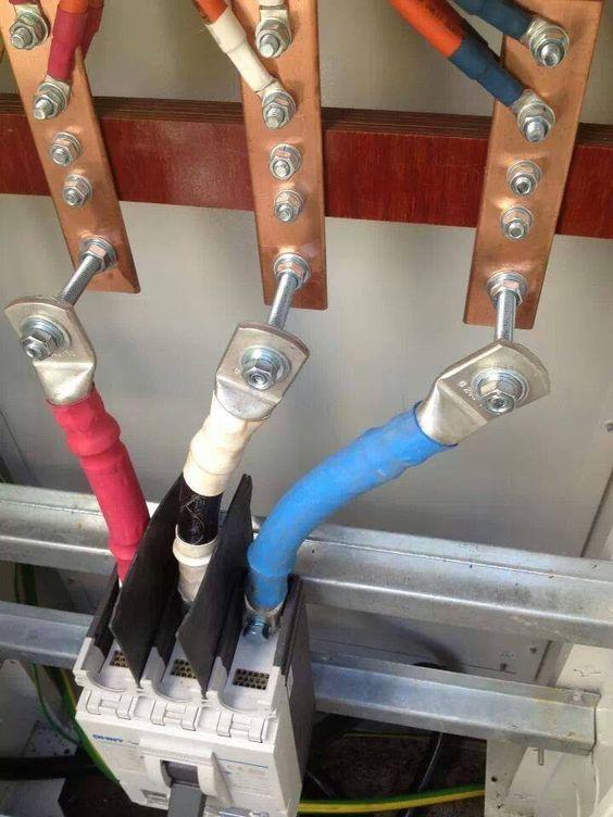 instalação elétrica - detalhe de cabos